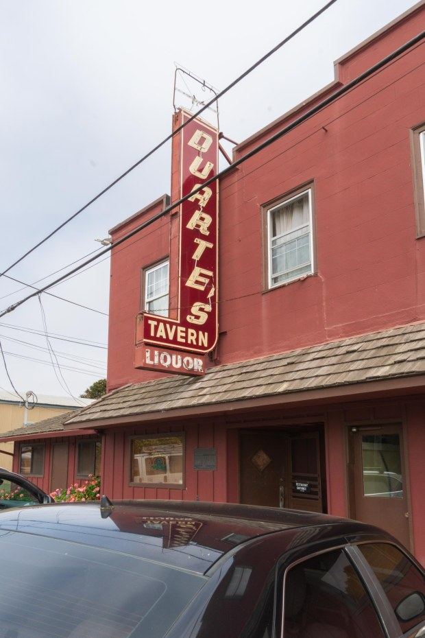 Duarte's Tavern building and sign