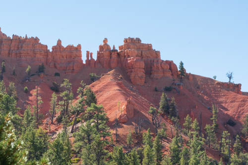 Red rock formations at the top of a mountain